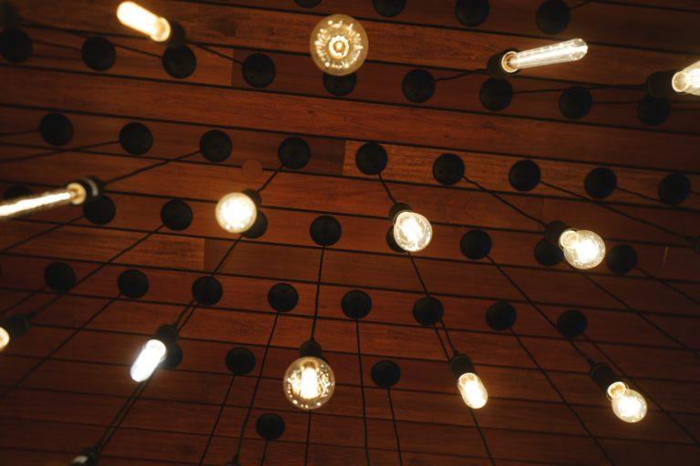 Jak wybrać oświetlenie wewnętrzne i zewnętrzne?